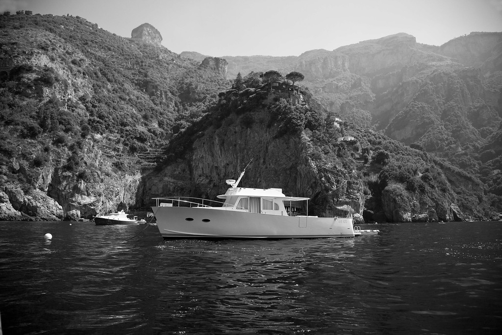 Boat in front of San Pietro Hotel, Positano