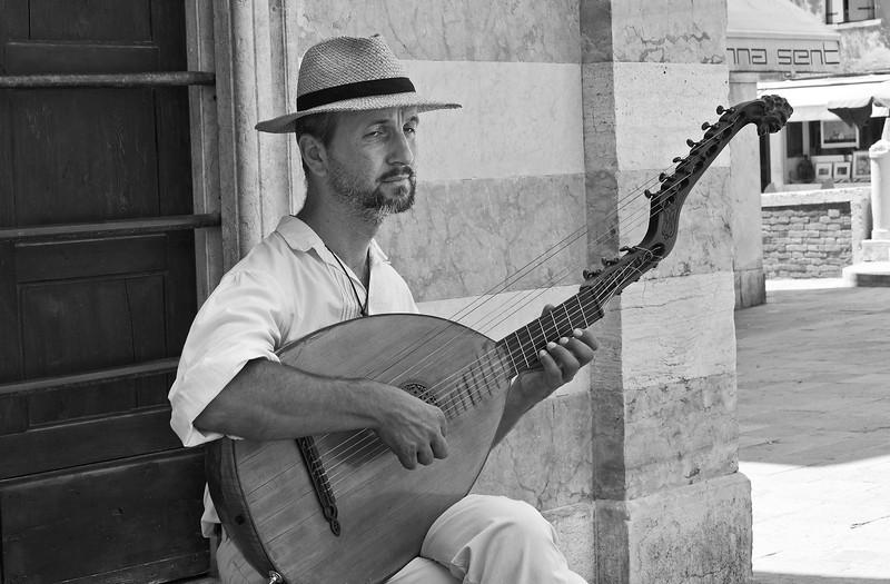 Musician, Dusodoro Island