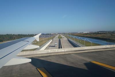 Orlando - Taxiway over highway