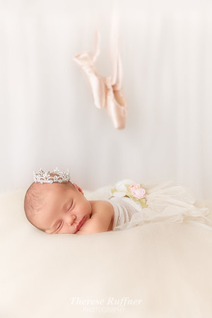 Ainsley Newborn_0125