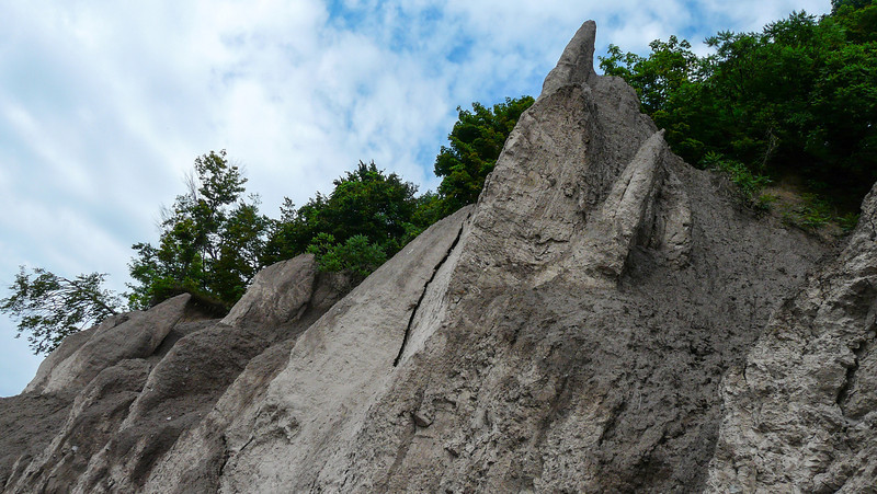 Look waaaay up!  The cliffs on the shore of Lake Erie.