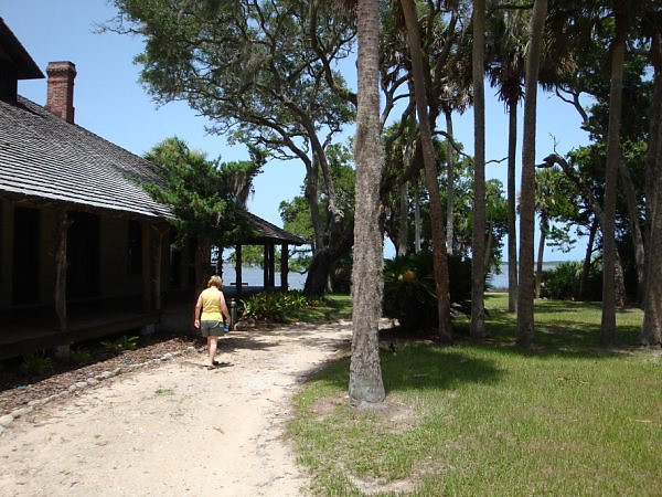 Princess Place, strolling toward entrance 2