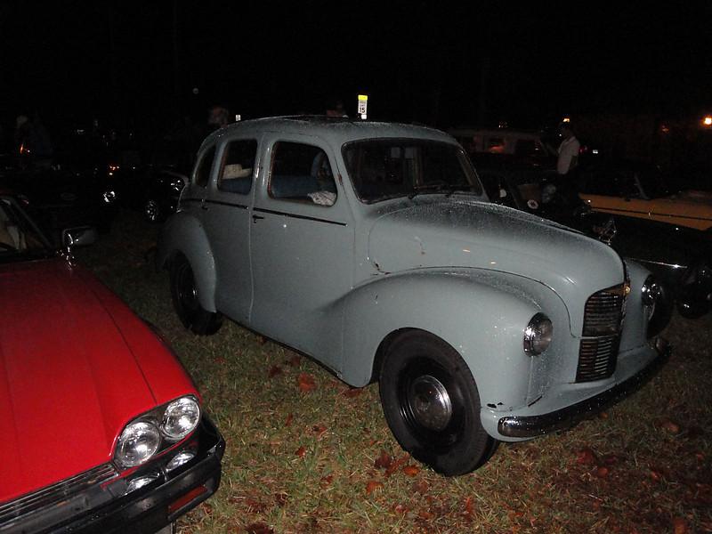Fred Reinagel 1948 Austin A40, Ormond Gaslight Parade, 11-26-10