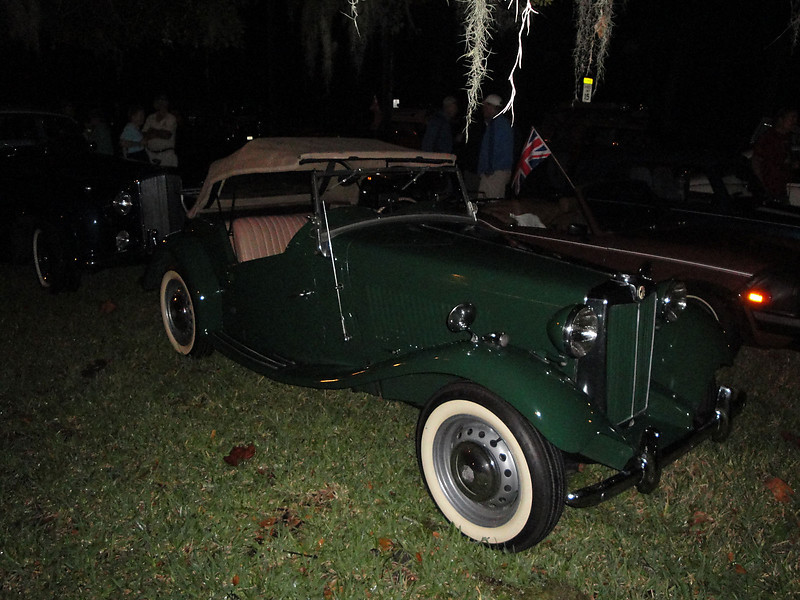 Terry Perkins 1952 MGTD, Ormond Gaslight Parade, 11-26-10