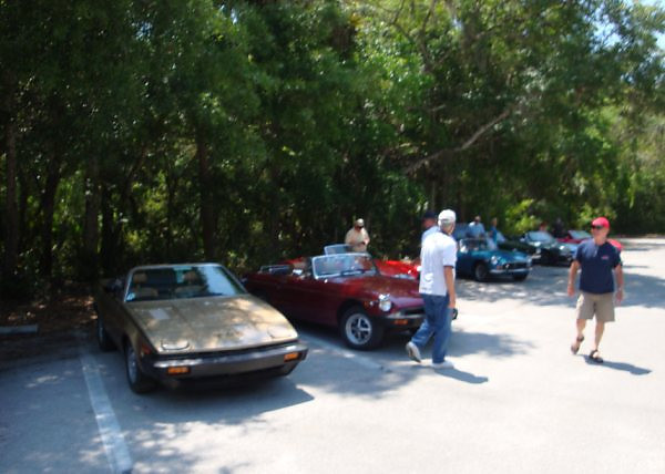 lining up before the picnic 2 <br /> Washington Oaks Picnic <br /> May 22 2010