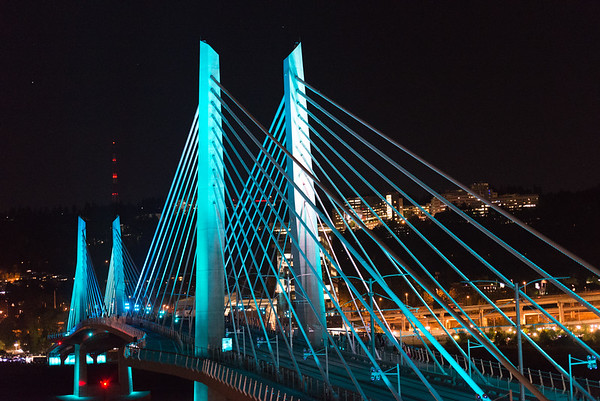 Tilikum Crossing First Light