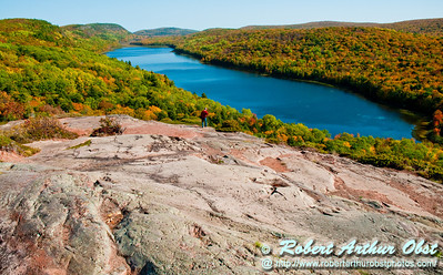 Blazing autumn hardwoods and pink granite escarpments frame Lake of the Clouds Scenic Area within Porcupine Mountains Wilderness State Park (USA MI Ontonagon)