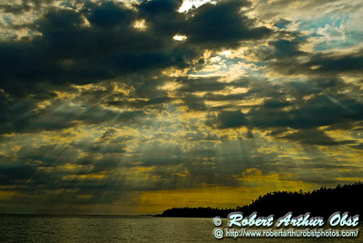 Sun rays over Lake Superior's Old Woman Bay within Lake Superior Provencial Park (Canada ON Wawa)
