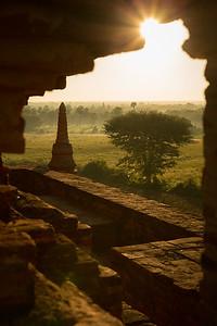 Framing the sunrise in Bagan