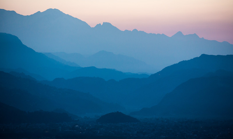 Before sunrise fra World Peace Pagoda in Pokhara