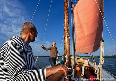 LES ILES DE RUGEN & USEDOM EN ALLEMAGNE. Ile d'Usedom. A Krummin, Zeesenboote propose une balade dans un bateau de pêcheurs de 1929 rénové.