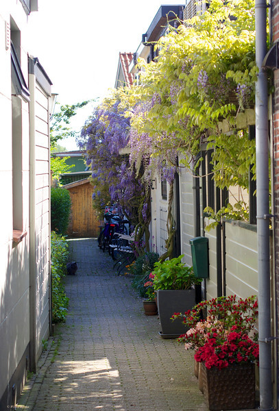 This little old village (the year 1036) is called Sloten and is since 1921 part of Amsterdam.