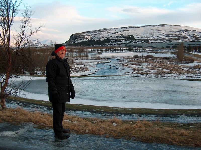 4 1 2014  Hans Óskar við  skautasvell á 12  flöt