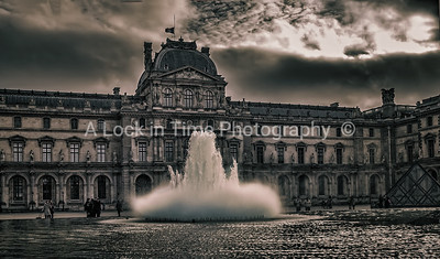 Louvre fountain