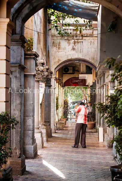 mumbai sidewalk cleaner