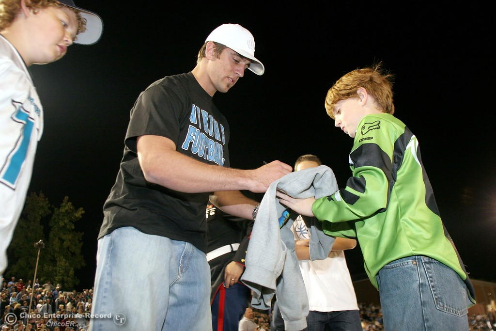 . Greenbay Packers QB Aaron Rodgers signs autographs as he made an appearance to watch his brother, PV\'s QB Jordan Rodgers play against Chico High in the 2006 Almond Bowl XXXVI football at University Stadium Friday night. - halley photo 10/13/06