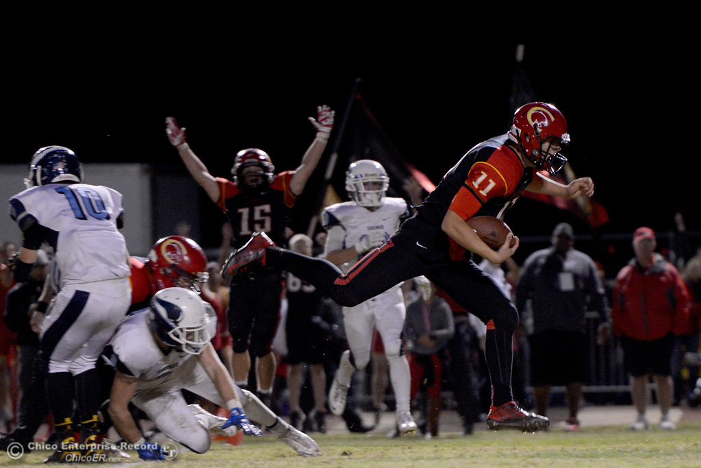 . Clayton Welch runs in the winning touchdown in overtime during the Almond Bowl at University Stadium in Chico, California. (Dan Reidel -- Enterprise-Record)