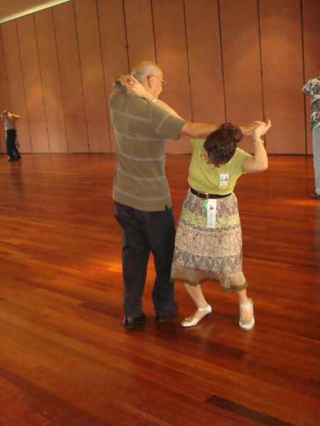 Friday at the workshop.. single swing dnace, here is Dad Tatsuguchi and Mary struggling with neck slide...