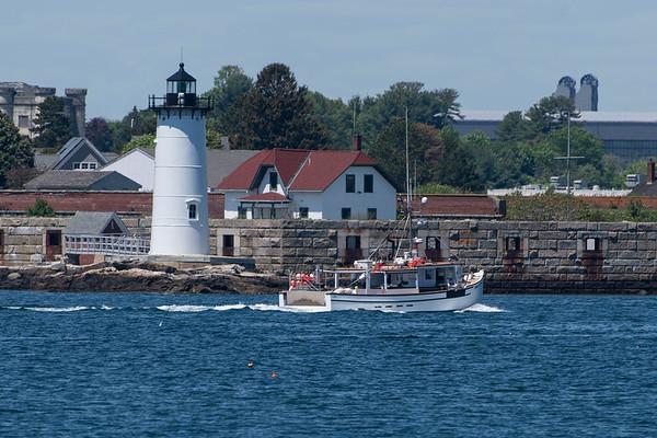 Fort Constitution Light
