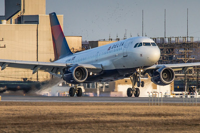 N354NB - Delta Airlines -  Airbus A319-114 - Landing on KCLE Runway 28!