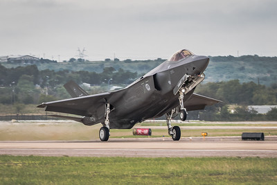 Lockheed F-35A 'Lightning II' Joint Strike Fighter - Landing Runway 34R at Fort Worth Alliance