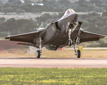 Taking the Option! - USAF Lockheed Martin F-35A Eglin AFB - Executing a 'Touch & Go' - KAFW/Fort Worth Alliance Runway 34R