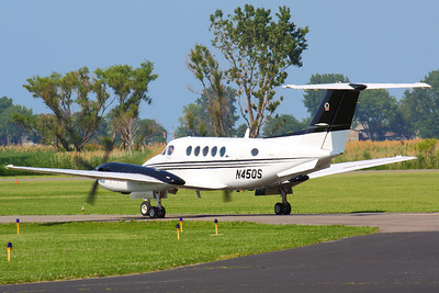 N450S - Beech 'King Air B200'  N450S a Beechcraft 'King Air B200' owned by 'Griffings Island Airlines' taxiis away from the ramp at Griffing Sandusky Airport (SKY) in Sandusky, Ohio.