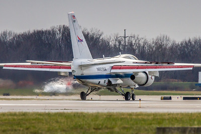 N601NA - NASA Glenn Research Lockheed S-3B Viking  - Landing 'Roll-Out' KCLE Runway 24R!