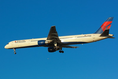 N586NW - 'Delta Airlines'  -  Boeing 757-351 -  On Final for KSEA (Seattle/Tacoma International Airport) Runway 34C!