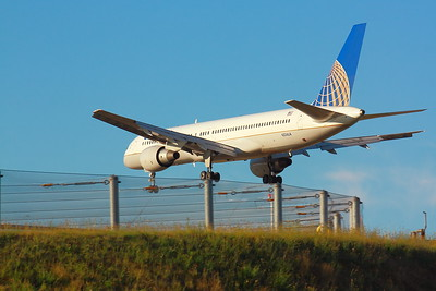 N534UA - United Airlines -  Boeing 757-222  - Over the Fence! - Landing on KSEA (Seattle-Tacoma International) Airport Runway 34C