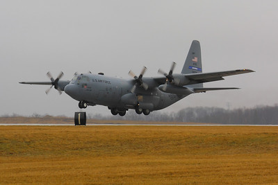 Lockheed C-130H 'Hercules' - Landing on CLE 6L