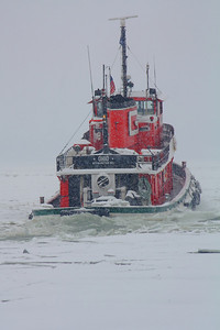 Ice Breaking at the Stern of the Tug 'Ohio'!