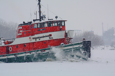 Tug 'Ohio' - Breakin' Ice on Sandusky Bay!