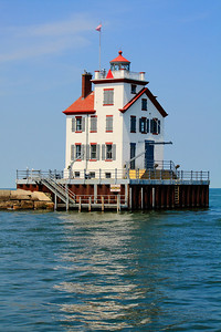 Lorain's West Breakwater Lighthouse - A Sunlit Gem on Lake Erie!