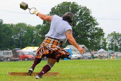 Ohio Scottish Games 2010 - Competing in the 'Weight Throw'!