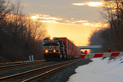 NS #9583 - Running on the Sunrise Rail!