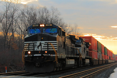 NS #9583 - Westbound as the Sun Rises!