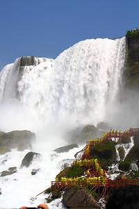 Niagara Falls - Braving the Mist and Thunder!