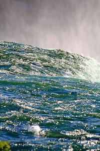 Niagara - Waters Glisten as the Thunder Roars!