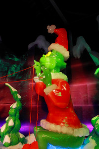 ICE! at the Gaylord Texan - You're a mean one, Mr. Grinch