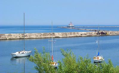 Oswego Harbor West Pierhead Lighthouse !