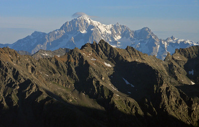 Monte Bianco with its characteristic bonnet, seen above the Bouila ridge.  7am, 28/07/10
