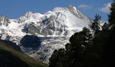 Zinalrothorn with the Ptes. de Moming, from the walk down from Sorebois  4.30pm, 26/07/12