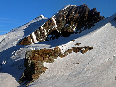 On the walk back next day I made a short detour to visit the Rossi e Volante bivi hut, which clings to the face of that buttress.  8am, 22/08/13