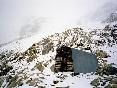 Bivacco Cesare Fiorio (CAAI), 2729m, south of Mont Dolent.   3pm, 13/09/98
