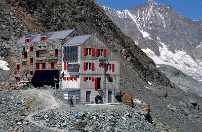 Britanniahütte (SAC), 3030m.  11.40am, 11/08/12