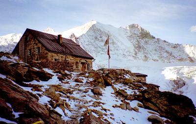 Cabane de Moiry (CAS), 2825m,  and Pigne de la Lé.  8am, 24/09/98