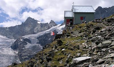 Weisshornhütte (SAC), 2932m.  1.55pm, 15/07/12