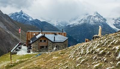 Täschhütte (SAC), 2701m  02/09/17