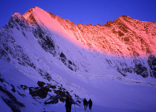 On to the Hohbalm Glacier beneath the Lenzspitze.<br /> <br /> 7am, 2/9/03